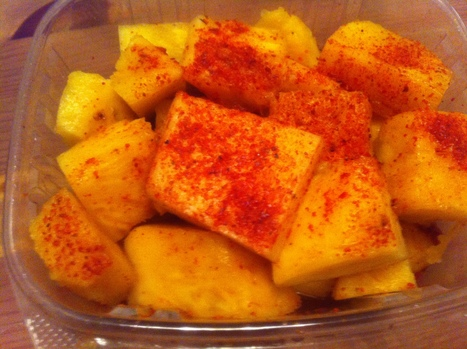 Awesome Mexican Snacks: Piña con Tajin… Like a lot of it! | mexicanismos | Scoop.it