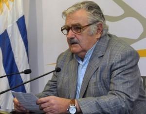 Mujica bota dos naves insignia de su gobierno: la regasificadora y el puerto de  aguas profundas | Puerto de aguas profundas: Referencias | Scoop.it