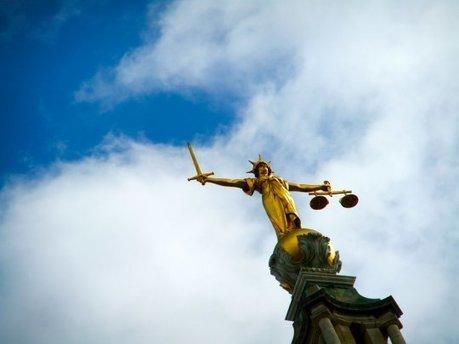 Lois antiterroristes, loi travail : comment le gouvernement affaiblit la possibilité d'une justice équitable pour tous | TRANSITURUM | Scoop.it