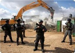Israeli authorities accompanied by 500 policemen demolish 18 Palestinian houses in the Negev making 40 homeless   Digger   Scoop.it