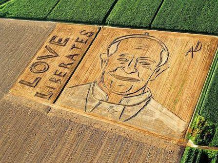 Il ritratto di Papa Francesco disegnato su un campo arato | Buonsenso | Scoop.it