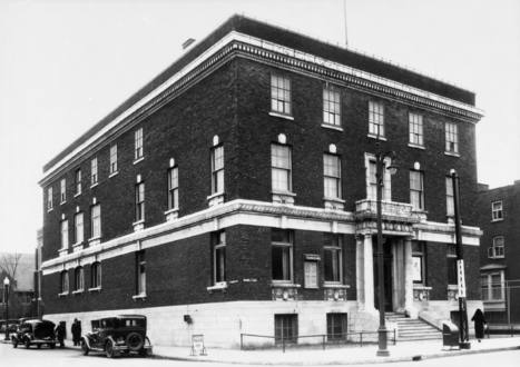 Young Men's Christian Association (YMCA) (5550, avenue du Parc, à l'angle de la rue St-Viateur), le 8 avril 1938   Photos ancestrales de Montréal   Scoop.it