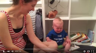 Bebê chora toda vez que a mãe termina de ler livro | Litteris | Scoop.it