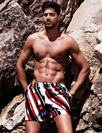 Miguel Iglesias Soaks Up The Sun In Julipet Beachwear | Paris-Confidential | Scoop.it