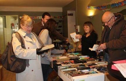 La littérature anglaise d'occasiona ses adeptes «Chez Shaz» - Charente Libre   La littérature dans l'enseignement de l'anglais   Scoop.it