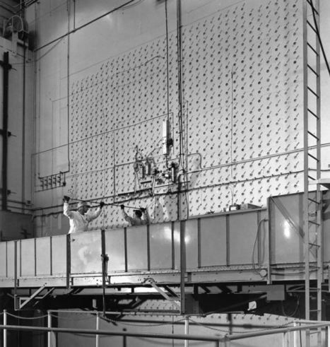 Loading uranium into a reactor (ca. 1943) - Historical pictures | Nuclear Physics | Scoop.it