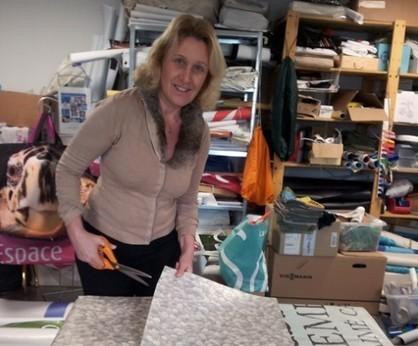 Saint Cyr sur mer : Une eco-créatrice recycle les supports publicitaires de la commune | Economie Responsable et Consommation Collaborative | Scoop.it