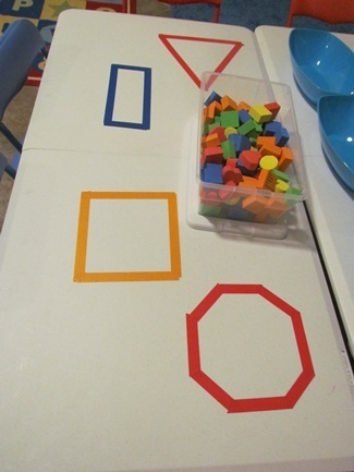 Exploring shapes on the table in preschool | Teach Preschool | Scoop.it