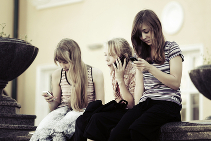 5 Ways Teenagers are the New 'Mobile-First' Generation   Digital Natives   Scoop.it