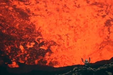 Watch A Man Climb Into An Active Volcano | IFLScience | Aardrijkskunde | Scoop.it
