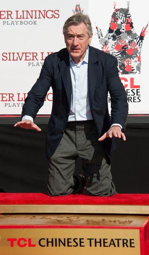Robert De Niro plasma sus huellas en el Teatro Chino de Los Ángeles Noticias cine - eCartelera | No soy un mainstream | Scoop.it