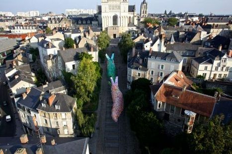 Giant slug sculptures made out of 40,000 plastic bags | D_sign | Scoop.it
