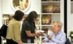 Vargas Llosa firmó El héroe discreto a sus lectores en librería Íbero | La Republica (Pérou) | Kiosque du monde : Amériques | Scoop.it