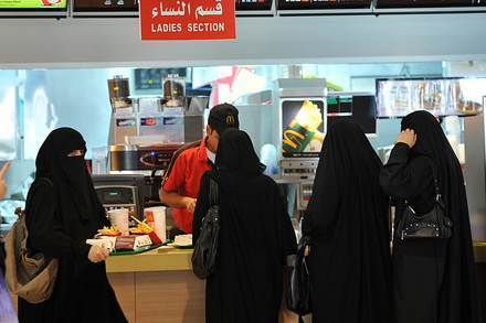 Vote now on a socially inclusive Saudi Arabia as women get to cast their ballot | Voices in the Feminine - Digital Delights | Scoop.it