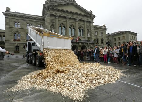 Swiss to vote on $2,800 monthly income for all adults | leapmind | Scoop.it