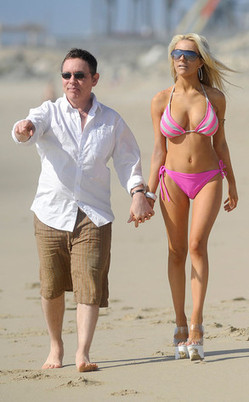 Teen Bride Courtney Stodden Wears High Heels to the Beach - E! Online | swimwear for real women | Scoop.it