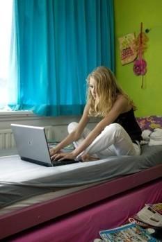 Computer op kamer leidt tot slaaptekort | Mobieltjes in bed | Scoop.it
