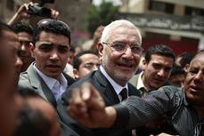 La décision prise par Abdel-Mon'eim Abul-Fotouh de ne pas briguer la présidence laisse ouverte la question de savoir qui reprendra le flambeau islamiste pour l'élection. | Égypt-actus | Scoop.it