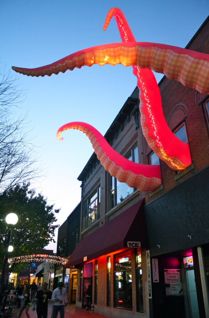 Kraken Photo Roundup #4 – Vito's in Iowa City! — Muscatine River Monster   Kitsch   Scoop.it