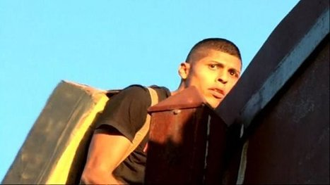 Suspected drug smugglers caught on film scaling US-Mexico border fence | Upsetment | Scoop.it
