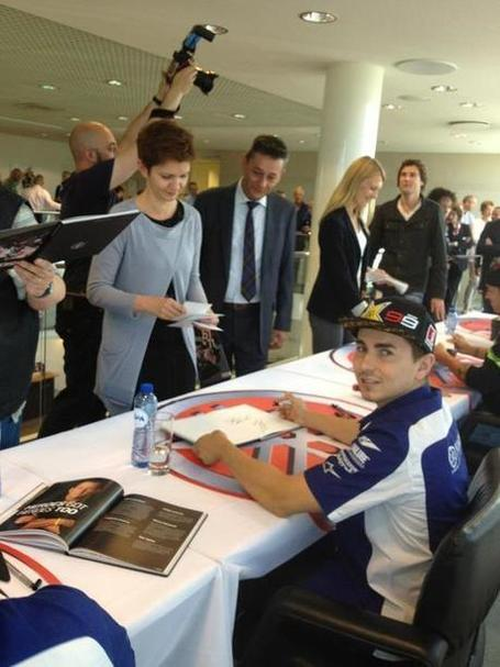 Jorge Lorenzo at signing session at Yamaha's quarter in Holland, together with Ben & Andrea | FMSCT-Live.com | Scoop.it