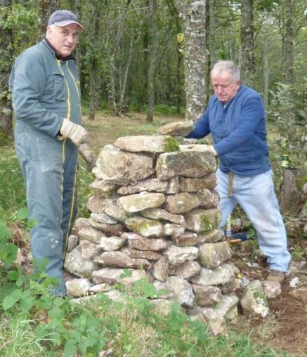 Nages. Les amis bâtisseurs de la maison de Payrac à l'ouvrage | Tourisme dans les Monts de Lacaune | Scoop.it