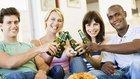 Propaganda de cerveja mira cada vez mais as mulheres   Revista Escolar   Scoop.it