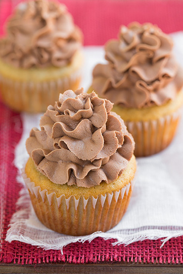 Banana Cupcakes with Nutella Buttercream Frosting | Jarful | Scoop.it