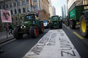 Berlin : 30.000 manifestants pour une agriculture plus verte | Questions de développement ... | Scoop.it