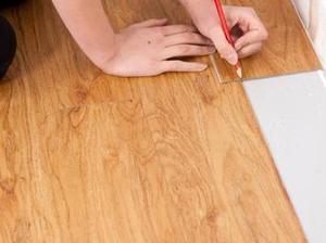 Poser un sol en lames PVC Instructions de montage...   Tutoriels & Inspirations - Bricolage   Scoop.it