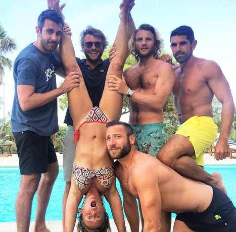 Photos : Enora Malagré libertine sexy avec 5 mecs en vacances en Corse | Radio Planète-Eléa | Scoop.it