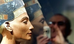 Nefertiti archaeologist invited to Egypt over theory of hidden tomb | The Guardian | Kiosque du monde : Afrique | Scoop.it