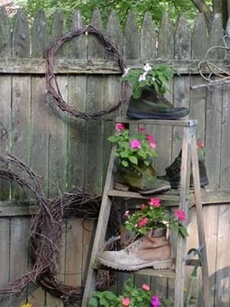 Greatest garden art from junk upcycled garden for Upcycled garden projects from junk