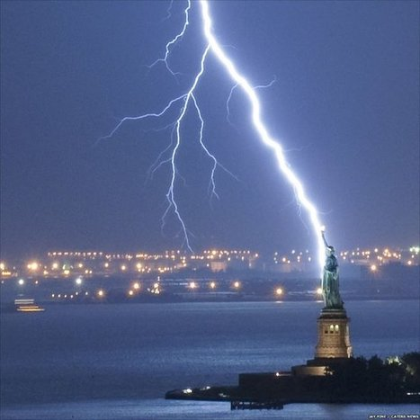 17 Famous Landmarks Getting Lit Up By Bolts Of Lightning   | Weather And Disasters | Scoop.it