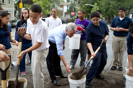 Chicago Mayor Helps Build 75th New Learning Garden with Students at Jahn Elementary School | School Gardening Resources | Scoop.it