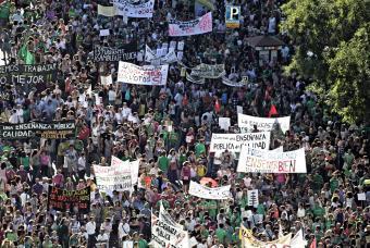 Marea verde contra los recortes en educación en Madrid - España · ELPAÍS.com | Cuidando... | Scoop.it