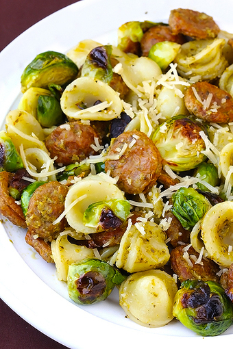 #RECIPE - pesto pasta with chicken sausage & roasted brussels sprouts - Gimme Some Oven | Fooood | Scoop.it