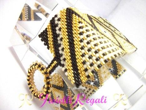 Bracciale a fascia in peyote con perline placcate in oro   Teresa Paladini   Scoop.it