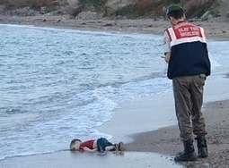 Shocking images of drowned Syrian boy show tragic plight of refugees | IB Geography ISB | Scoop.it