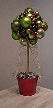 Christmas Table Decoration | Topiary Christmas Balls Tree | Crafts & DIY | Scoop.it