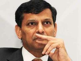 Raghuram Rajan expects a spending squeeze - Economic Times | Global | Scoop.it