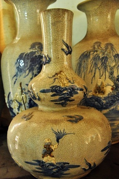 "Saigon's ""Ceramics King"" owns 100,000 antiques 
