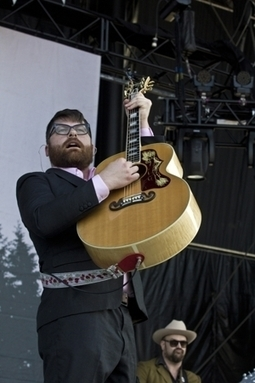 Album Stream: The Decemberists - We All Raise Our Voices To The Air (Live Songs 04.11-08.11) Disc Two | Alternative Rock | Scoop.it