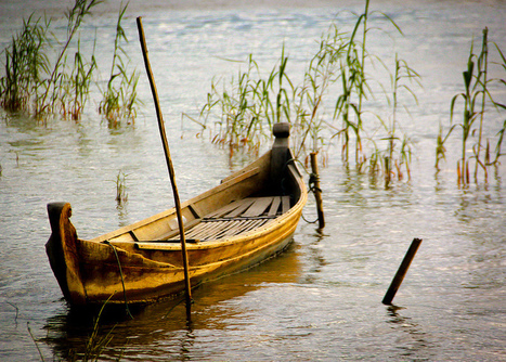 A Lonely Boat at Inle Lake (Burma) | The Blog's Revue by OlivierSC | Scoop.it