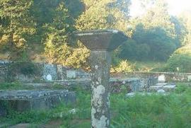 Vecinos de la parroquia de Vilatuxe denuncian el robo de parte de un valioso cruceiro del cementerio - Faro de Vigo | tipos de robo | Scoop.it