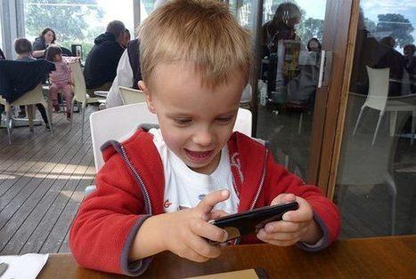 Nuevos consejos sobre el uso del móvil por parte de los niños - tuexperto.com | Familias | Scoop.it