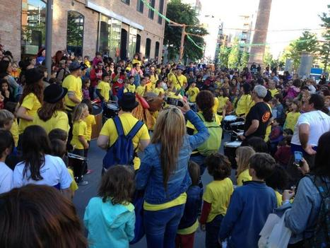 Twitter / herrerajoan: Al Poblenou, samarretes grogues ... | Gegants, tradicions i escola | Scoop.it