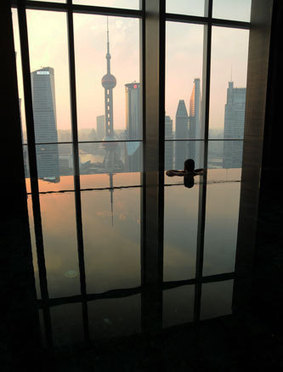 Nagez au milieu des gratte-ciels de Shanghai - Men's Up   Accessoires salle de bains   Scoop.it