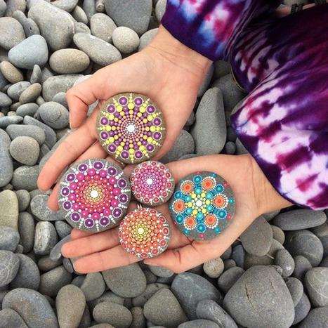 Colorful mandalas created over stones by Elspeth Mclean | Art-Arte-Cultura | Scoop.it