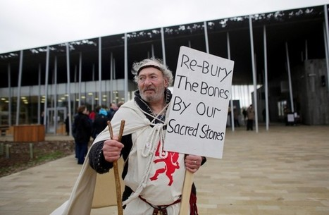 GB : Stonehenge bone display prompts protest at newly-opened Visitor Centre | World Neolithic | Scoop.it
